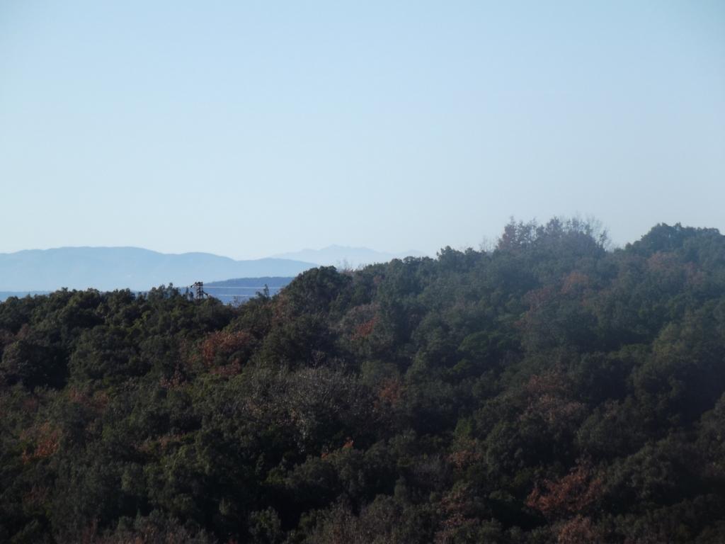 Foto scattata a mezzogiorno, sullo sfondo il Monte Cinto